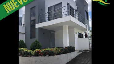 Casa en Pista Suburbana Condominio privado